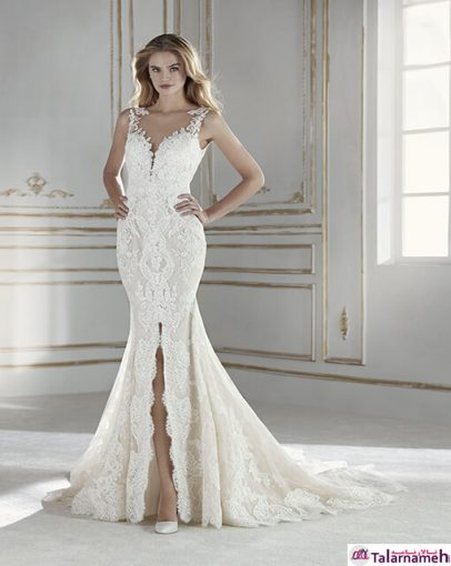 لباس عروس پری دریایی تزئین شده با تور. مدلی بسیار زنانه با یک شکاف V مانند در پائین جلوی دامن. دارای گردن بند توری و بسیار زیبا و ظریف. دارای طراحی مردن و عاشقانه.