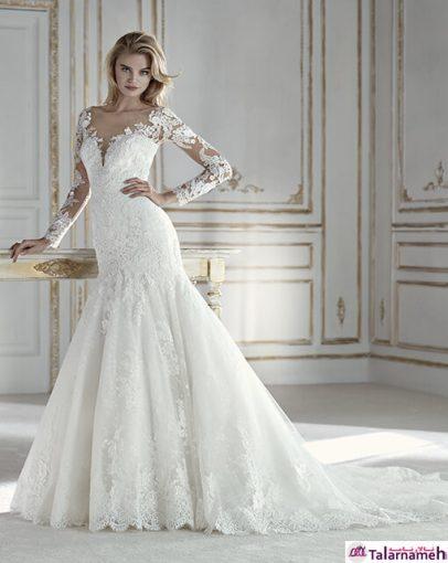 لباس عروسی با مدل پری دریایی، با دامنی گشاد و براق. دارای گلدوزی های متالیک از جنس ترکیبی توری و گیپور. لباسی که با نمایش اندام به حالت پری دریایی، زیبایی چشمگیری به نمایش می گذارد. این لباس با طراحی یکسان و زیبای خود در قسمت گردنبند و آستین ها، هارمونی یک لباس عروس زیبا را به شما هدیه می دهد.