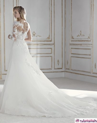 لباس عروسی زیبا و ماندگار در ذهن ها. لباسی با جنس بسیار ظریف و نازک و شگفت آور. در ناحیه بالا تنه ترکیبی از تور و گیپور، طراحی زیبایی را برای سینه ها و دست ها ایجاد کرده است. تزئین این لباس با استفاده از کریستال هایی خاص می باشد. یک لباس پر از احساس خاص بودن.